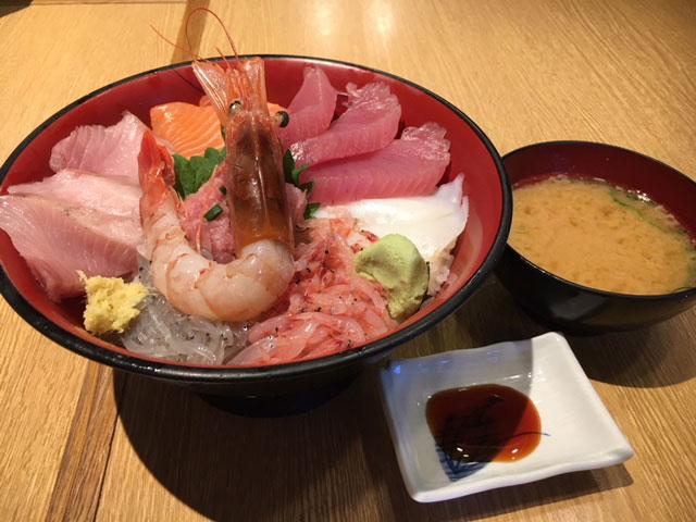 沼津港にお昼を食べに行きました